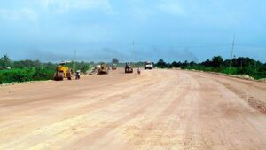 Hương lộ 2 đoạn qua khu Long Hưng đang được thi công