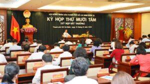 Các đại biểu HĐND Thành phố Hồ Chí Minh nhất trí thông qua bảng giá đất mới.