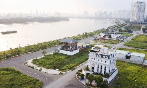 Căn biệt thự 426m2 của Lý Nhã Kỳ ở ven sông Sài Gòn với phong cách cổ điển, kiến trúc hoàng gia châu Âu, nằm trên khu đất rộng với hai mặt tiềnphường Thạnh Mỹ Lợi, Quận 2