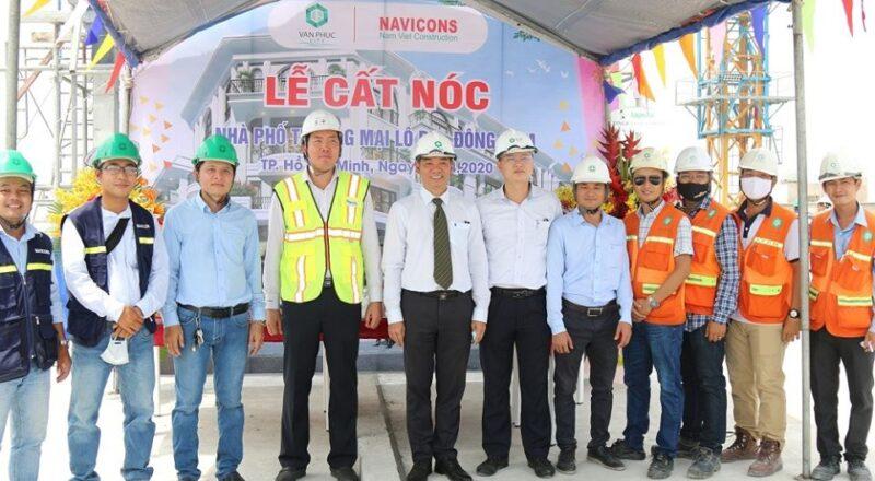 Tham dự lễ cất nóc dãy nhà phố P5 khu đô thị Vạn Phúc có sự hiện diện của đại diện Tập đoàn Vạn Phúc, đại diện nhà thầu Công ty Navicons cùng các đơn vị liên quan.
