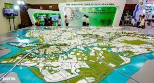Sa bàn ý tưởng quy hoạch về Đô thị Sáng tạo phía Đông được trưng bày nhân dịp Đại hội Đảng.