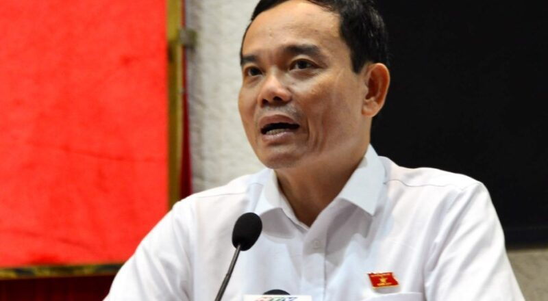 Phó bí thư Thường trực Thành phố Hồ Chí Minh ông Trần Lưu Quang trả lời thắc mắc của cử tri quận 1, 3 và 4 sáng 1/10.